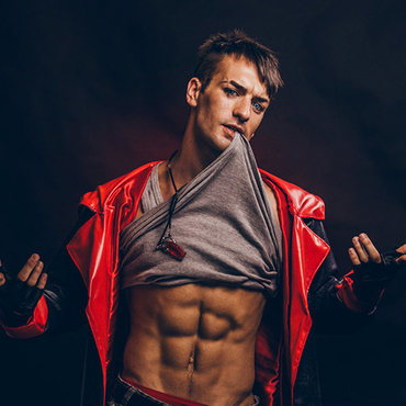 Devil-May-Cry-3-Devil-May-Cry-4-cosplay-Leon-Chiro-1908409